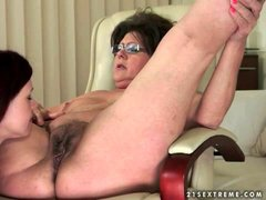Teen face sits over licking lesbian mature