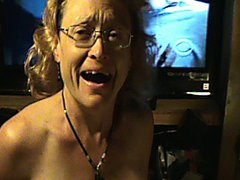 Mature women gives blowjob