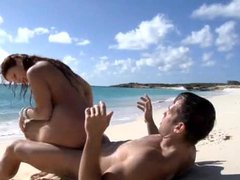 Great sex with naked babe on the beach