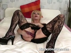 Fresh sexy granny toying her snatch