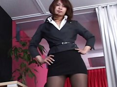 Asian babe in pantyhouse gives a shot or two at her upskirt pussy