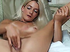 Blonde Hottie Reaches Orgasm HD