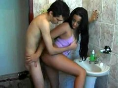 Amateur couple has a fuck in the bathroom